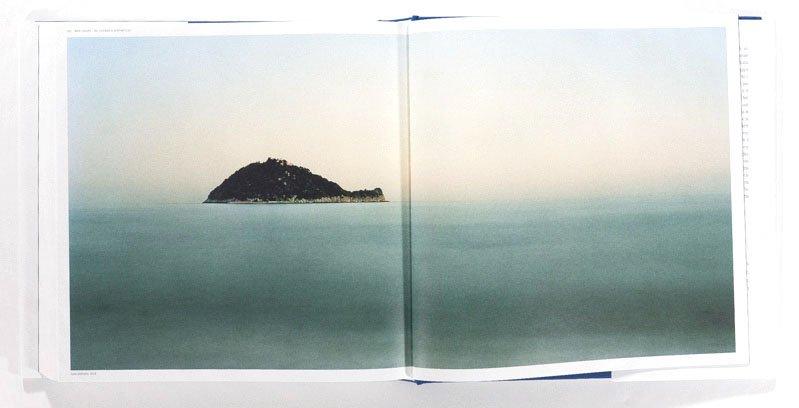 Una pagina del libro fotografico Italia Paesaggio Costiero di Luca Tamagnini - © 2018 Photoatlante