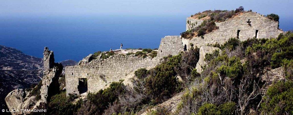 Luca Tamagnini Catalogo 2002 003 Isola di Montecristo Rovine del Monastero di San Mamiliano