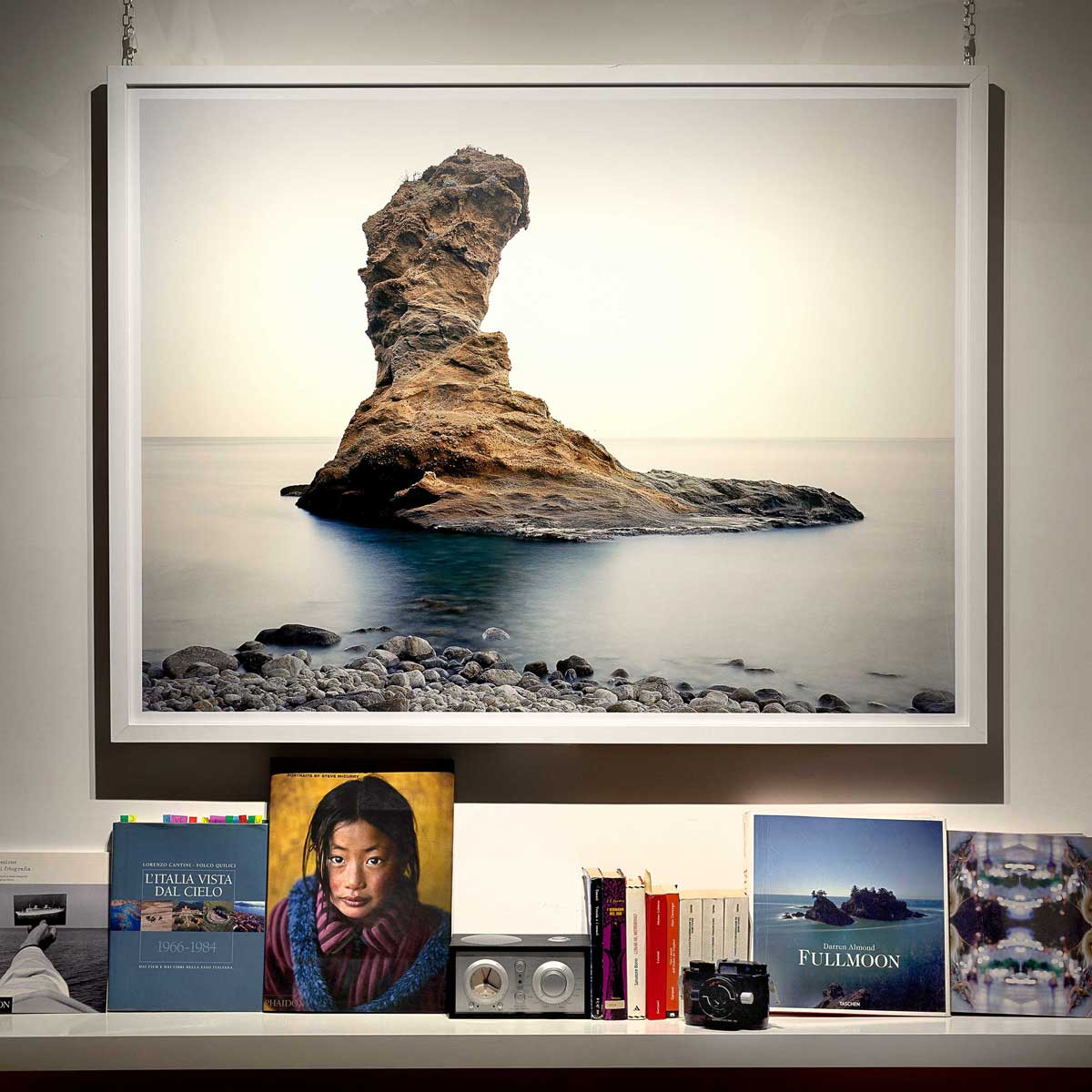 Isola di Palmarola, Scoglio Spermaturo - Fotografia Fine Art di Luca Tamagnini 130 x 100 cm - - Catalogo 2008-012