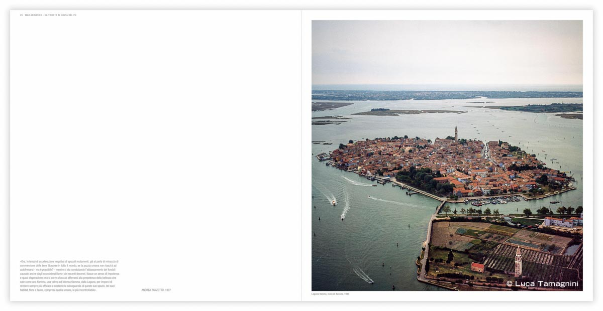 Laguna Veneta, Isola di Burano dal cielo, 1990 - Fotografia di Luca Tamagnini