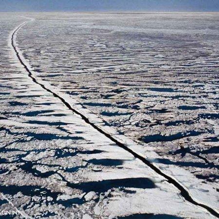 Mare Artico, Scia Rompighiaccio visto dal cielo (foto aerea) - Fotografia Fine Art di Luca Tamagnini - Catalogo 1988-001 - 100 x 70 cm