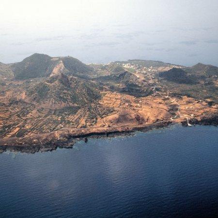 Sicilia, Pelagie, Isola di Linosa - Fotografia Fine Art di Luca Tamagnini - Formato 110 x 50 cm - Catalogo 1990-005