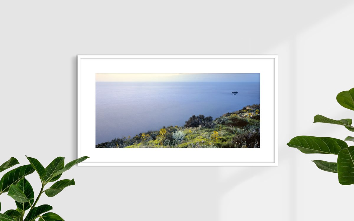 Isole Pontine, Isola di Ventotene, Scogli Le Sconciglie - Fotografia Fine Art di Luca Tamagnini - Formato 110 x 50 cm - Catalogo 2004-003 - Titolo dell'opera: Ventotene Scogli Le Sconciglie 2004