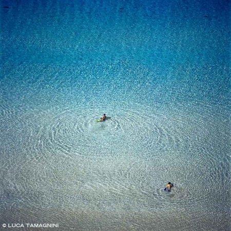 Isola di Lampedusa, Spiaggia dei Conigli - Fotografia Fine Art di Luca Tamagnini - Formato 100 x 100 cm - Catalogo 2004-027