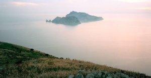 Penisola Sorrentina, Termini, l'Isola di Capri da Monte San Costanzo- Fotografia Fine Art di Luca Tamagnini - Formato 150 x 80 cm - Catalogo 2012-001