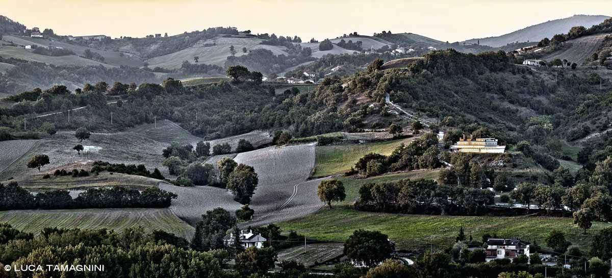 Marche, Osteria Colleponi, Nave di Genga - Fotografia Fine Art di Luca Tamagnini 110 x 50 cm - Catalogo 2014-001 - Vendita foto
