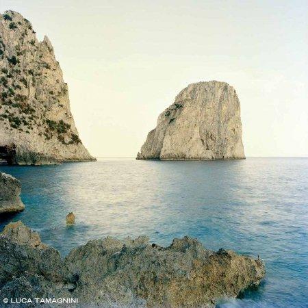 Isola di Capri, Faraglioni - Fotografia Fine Art di Luca Tamagnini 100 x 100 cm - Catalogo 2017-001