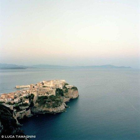 Gaeta, Castello Aragonese - Fotografia Fine Art di Luca Tamagnini - Formato 100 x 100 cm - Catalogo 2017-011