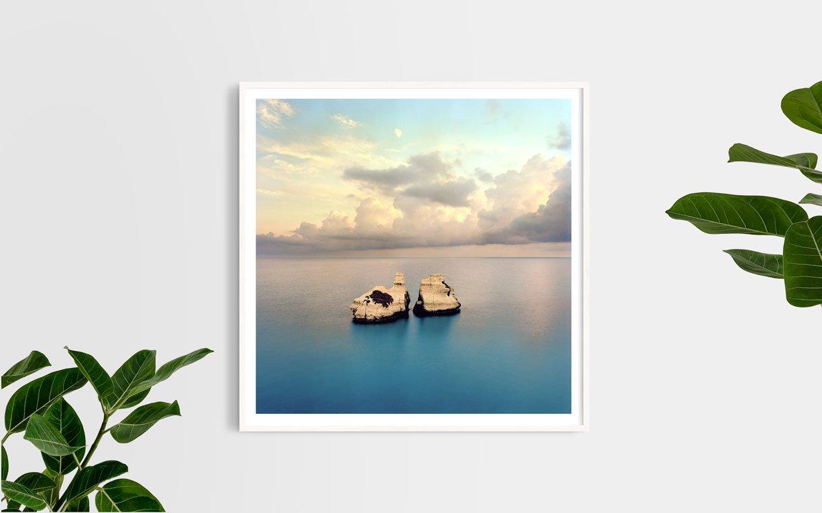 Salento, Torre dell'Orso, Scogli Le Due Sorelle - Fotografia Fine Art di Luca Tamagnini - Formato 100 x 100 cm - Catalogo 2017-017 - Titolo dell'opera: Due Sorelle Salento 2017
