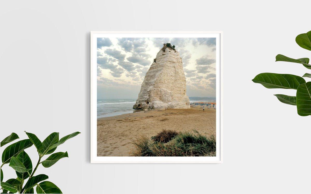 Gargano, Vieste, Scoglio Pizzomunno - Fotografia Fine Art di Luca Tamagnini - Formato 100 x 100 cm - Catalogo 2017-018