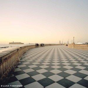 Livorno, Terrazza Mascagni 2017 - Fotografia Fine Art di Luca Tamagnini - Formato 100 x 100 cm - Catalogo 2017-042