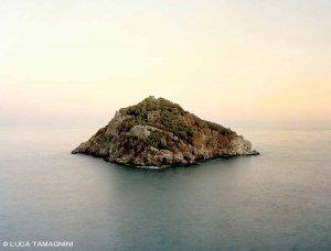 Liguria di Ponente, Isola di Bergeggi - Fotografia Fine Art di Luca Tamagnini - Formato 130 x 100 cm (immagine 123 x 93) - Catalogo 2018-004