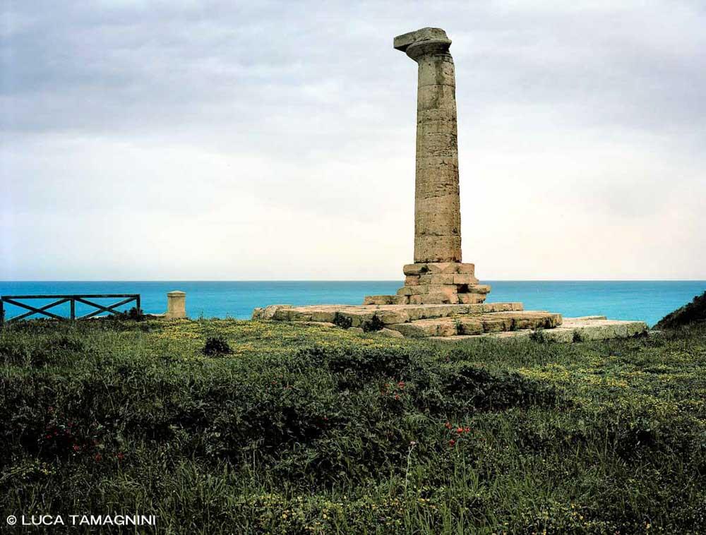Calabria Ionica, Capo Colonna, Tempio di Hera Lacinia - Fotografia Fine Art di Luca Tamagnini - Formato 130 x 100 cm (immagine 123 x 93) - Catalogo 2018-008