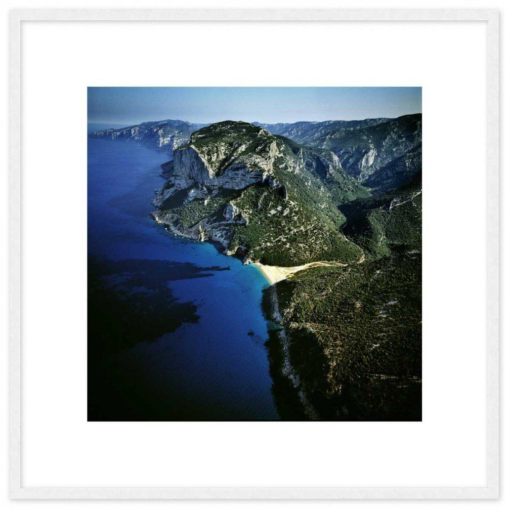 Sardegna, Golfo di Orosei, Cala Gonone, Foto di Cala Sisine del 1993 ripresa dall'elicottero (foto aerea) Con cornice e pass-partout 70x70cm