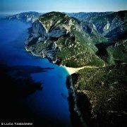 Sardegna, Golfo di Orosei, Cala Gonone, Foto di Cala Sisine del 1993 ripresa dall'elicottero (foto aerea)