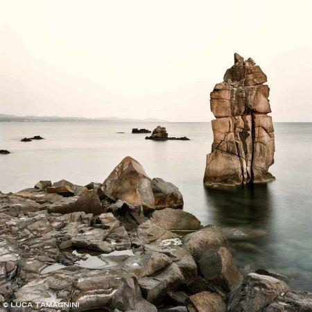 Isola di San Pietro, Le Colonne di Carloforte, 2021 / Luca Tamagnini Catalogo 2021-061 / Foto Fine Art 100 x 100 cm / Edizione 1 di 12